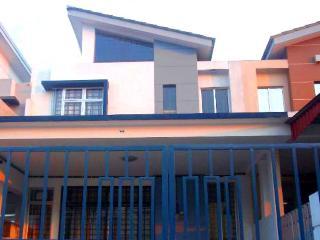 Dillenia Homestay - Johor Bahru vacation rentals