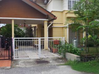 Adasmaraloka Homestay - Selangor vacation rentals