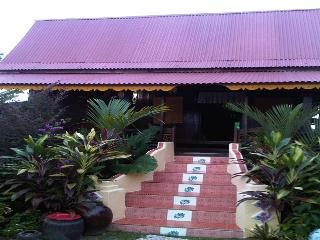 Warisan Nona Traditional Homestay - Kampong Masjid Tanah vacation rentals