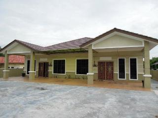 Deena Homestay - Hulu Langat District vacation rentals