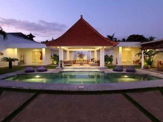 SEMINYAK - 4 Bedrooms - 4 en suite bathrooms - mut - Kuta vacation rentals