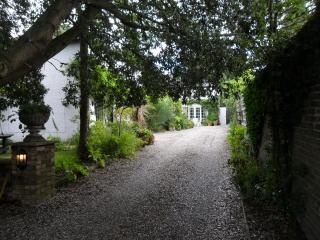 COACH HOUSE COTTAGE - Deal vacation rentals