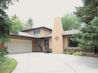 Executive Calgary Home-20 minutes from downtown - Alberta vacation rentals