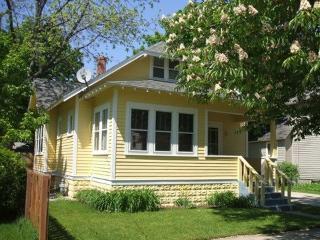 225 Van Buren - Cozy Cottage - Weekly stays begin on Saturdays - South Haven vacation rentals