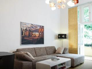 Super Prices at Spacious Apartment in Berlin - Berlin vacation rentals