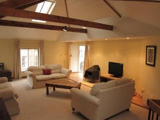 Converted stables in Edinburgh's West End - Edinburgh vacation rentals