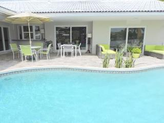 Endless Waterfront Views Heated Pool 3 Bedroom 3 Bath for 6 guests - Fort Lauderdale vacation rentals