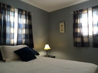 Cozy apartment in Central Moncton - Moncton vacation rentals