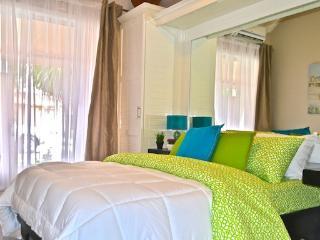 NEWLY RENOVATED APARTMENT 1.5 BLOCKS TO THE BEACH - Jaco vacation rentals
