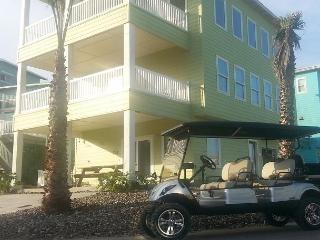 RIGHT AT SANDFEST! Walk over to event AND FREE GOLF CART!! Pets! - Port Aransas vacation rentals