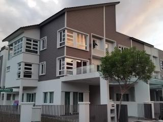 Villa 59 @ 2 Permai - sleeps 13 - Tanjung Tokong vacation rentals