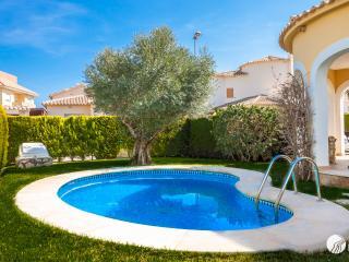 MAGNIFIC VILLA WITH POOL IN OLIVA NOVA GOLF RESORT - Oliva vacation rentals