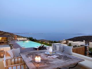Diles & Rinies 3 Bedr. Villa in Tinos - Cyclades vacation rentals