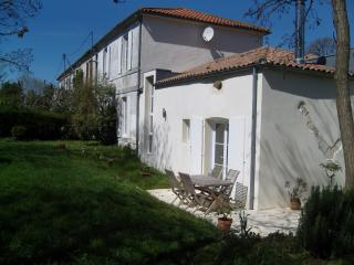 Bed and Breakfast - Ferme de Maillezais - Saint-Georges d'Oleron vacation rentals