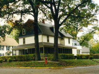3 minutes to sandy Lake Michigan beach - South Haven vacation rentals