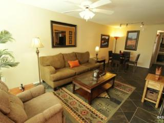 Quiet, Two Bedroom, Two Bath, Downstairs Condo on the West Side of the Greens Community - Tucson vacation rentals