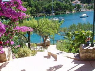 00101BOBO  SA1(3) - Bobovisca - Milna vacation rentals