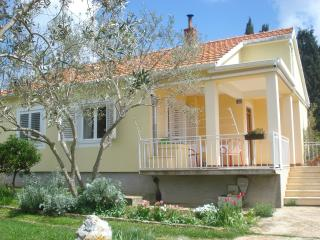 House Mago for 5 - Muline vacation rentals