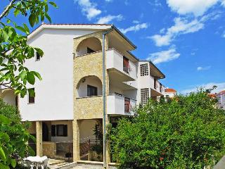 Apartment Lily surrounded by Mediterranean vegetation - Okrug Donji vacation rentals