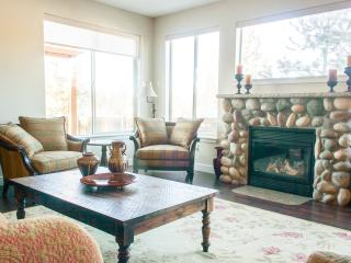 Light-filled 5BR, gameroom, hottub, ski, bike,golf - Bend vacation rentals