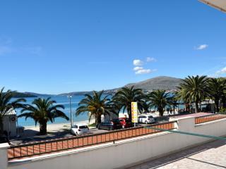 36144 A1(4) - Okrug Gornji - Island Ciovo vacation rentals