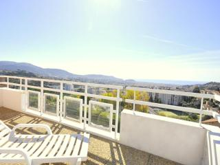 Nice city center with sea view - 10 min beach - Cote d'Azur- French Riviera vacation rentals