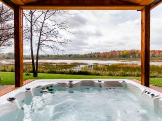 THE COTTAGE at Meemo's Farm & Retreat - Evart vacation rentals