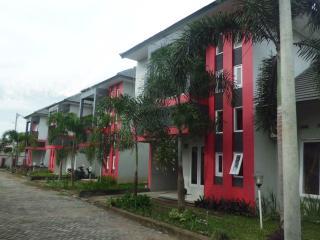 4BR, 4 AC, Villa Puri Hijau Syariah - Batu Layar vacation rentals