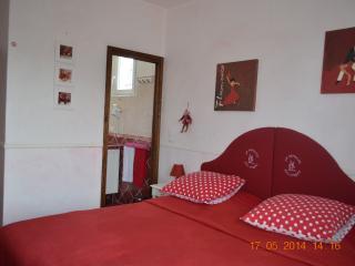 Le Moulin des Forges Red Room - Fuveau vacation rentals