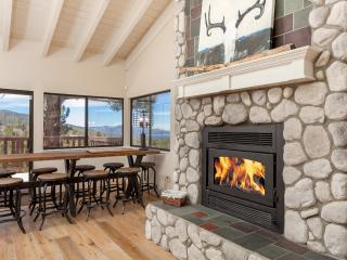EAGLE PEAK :UPSCALE,  REMODELED, Mountain VIEWS - Big Bear Area vacation rentals