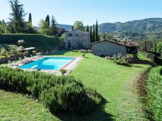 Stone cottage dating back to the Middle Ages- recently restored. HII VIS - Pelago vacation rentals