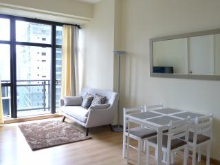 Knightsbridge 2 BR TV WIFI POOL GYM - Makati vacation rentals