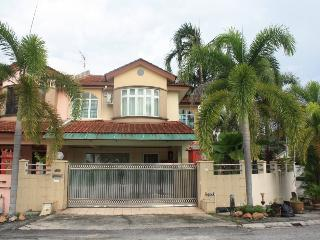 Star Villa Gunung View Vacation Home - Perak vacation rentals