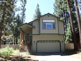 Upgraded Tahoe home with hot tub and fenced back yard, close to hiking trail access - South Lake Tahoe vacation rentals