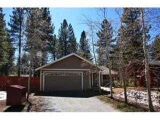Remodeled home, great in town location with wifi, fenced backyard - South Tahoe vacation rentals