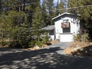 Mountain Cabin with big sleeping loft area and hot tub, nice wooded area - South Lake Tahoe vacation rentals