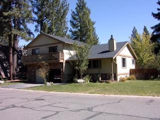 Large Tahoe home with large yard, hot tub and pool table - South Lake Tahoe vacation rentals