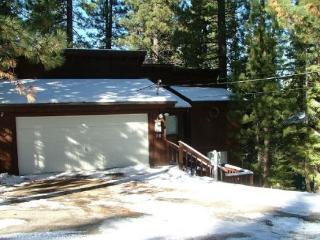Tahoe cabin in the Pines, quiet location, wonderful back deck set in the trees, affordable pricing - South Lake Tahoe vacation rentals