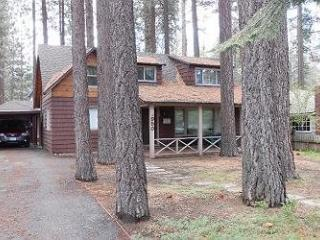 Across the street from the lake! Close to public beaches, bike trails, walk to restaurants - South Lake Tahoe vacation rentals