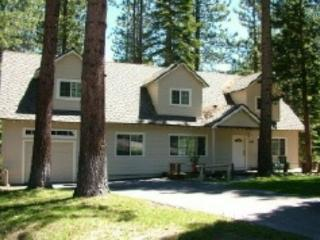 Tahoe Retreat - large lot, spacious living area, back deck with hot tub! Close to hiking/biking trails. - South Lake Tahoe vacation rentals