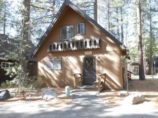 Nice cabin in the Pines, 3 bedroom sleeps up to eight - South Lake Tahoe vacation rentals