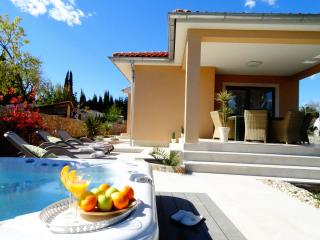 Villa Lavender's Breeze with outdoor jaccuzzi - Kornic vacation rentals