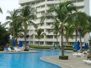 Departamento Zona Diamante Mayan Palace - Mexican Riviera-Pacific Coast vacation rentals