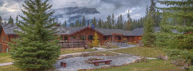 Near Lake Louise with heated pool, hot tub - Image 1 - Seebe - rentals