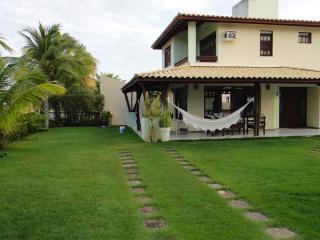 Casa em Guarajuba 4/4 com Piscina, a 200m da Praia - Guarajuba vacation rentals