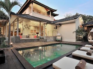 BEST LOCATION! 4BEDROOM! MODERN! LUXURY! SLEEPS 10 - Seminyak vacation rentals