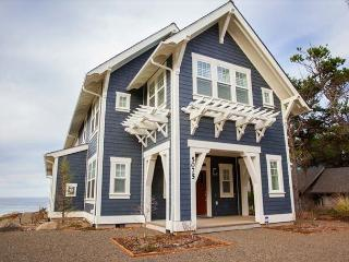 Magnificent Luxury in this Oceanfront Bella Beach Home w/ Ocean-View Hot Tub - Depoe Bay vacation rentals