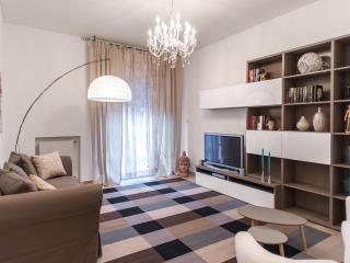 Bright and spacious in city center, sleeps 7 - Veneto - Venice vacation rentals