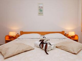 Rosa Apartment on Island Korčula offers an Authentic Dalmatian Experience - Zrnovo vacation rentals