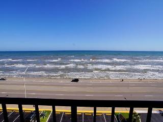 Delightful efficiency with an incredible view of the ocean! - Galveston vacation rentals